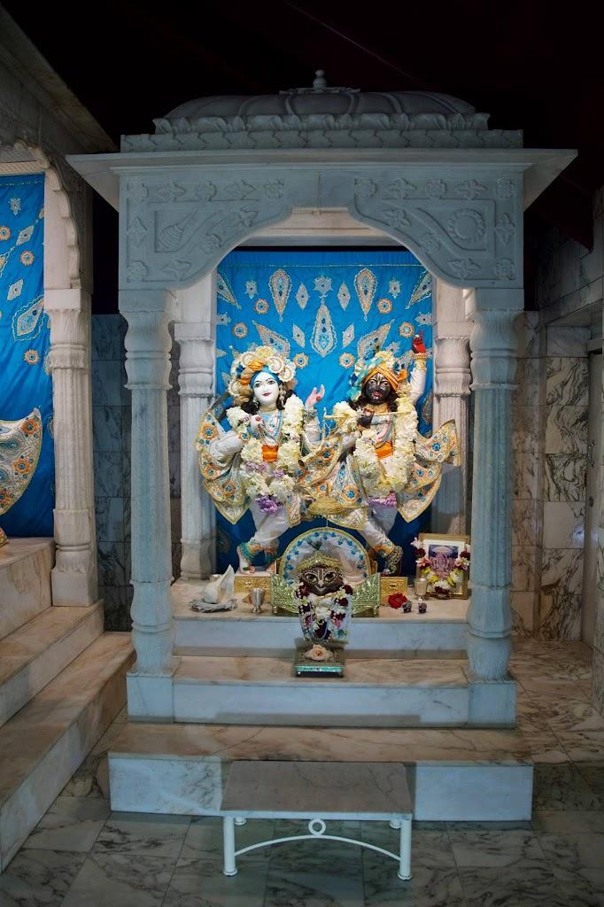 ISKCON New Govardhan Deity Darshan 08 Dec 2016 (2)