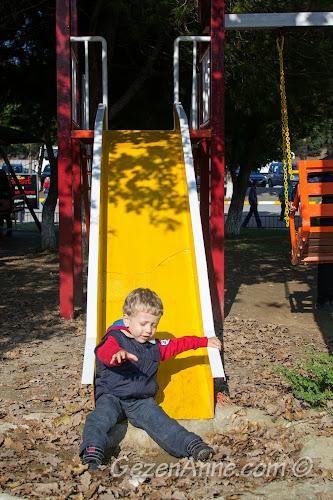 Sapanca Berceste'deki parkta kayarken