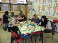 12 Élményszerű vizuális nevelés foglalkozás résztvevői alkotnak.JPG