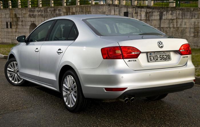 Sobre Volkswagen Jetta 2012 Novo-Jetta-Sedan-2011-traseira