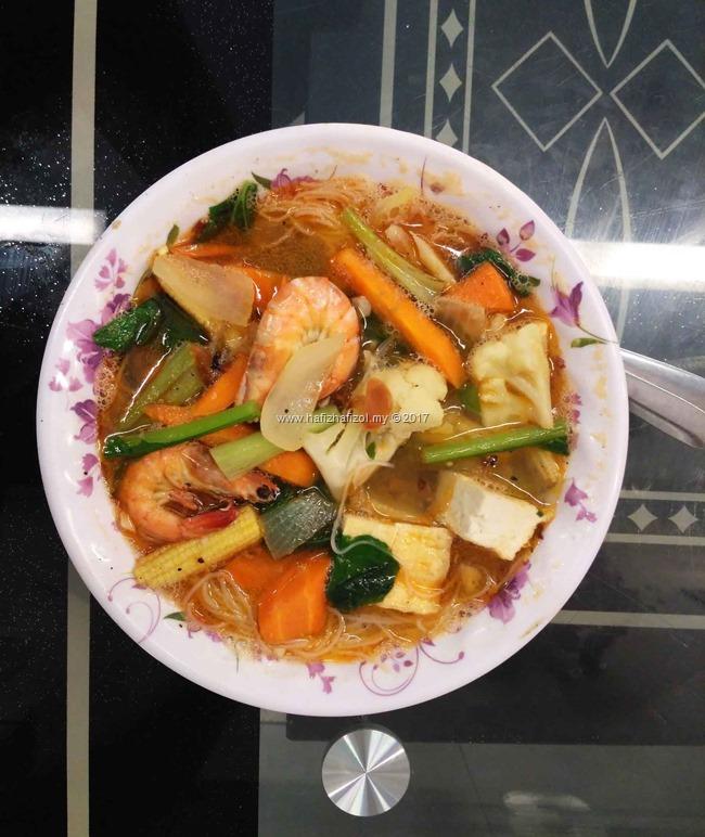 bihun sup di restoran hajah basiroh