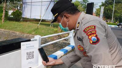 Kapolres Bangkalan Melakukan Pengecekan Penerapan Aplikasi Pedulilindungi