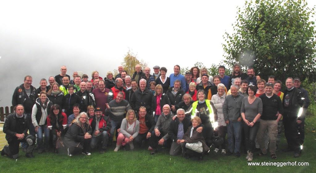Gruppenfoto Tourenfahrer Partnerhaus Treffen Südtirol 2015.jpg