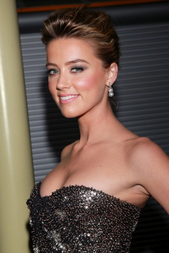 Amber Heard Cleavage Shots(2pics):celebrities,cleavage