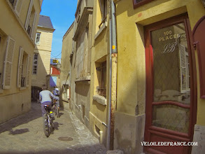 Photo: Le quartier des Antiquaires à Versailles -e-guide balade à vélo dans Versailles et son parc par veloiledefrance.com