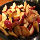 Jabłka karmelizowane na patelni, z żurawiną