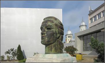 Photo: Turda - Piata 1 Decembrie 1918, vedere din spatiu verde  - Portretul lui Mihai Eminescu si Catedrala Ortodoxa  - 2018.10.19