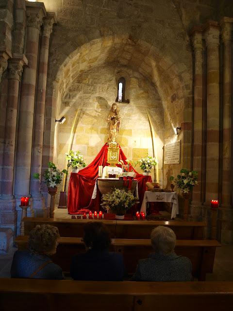 El monumento eucarístico levantado este año en la parroquia
