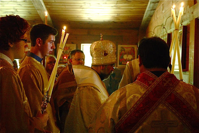 Vladyka prays the prayer of the blessing of new icons and liturgical appointments.