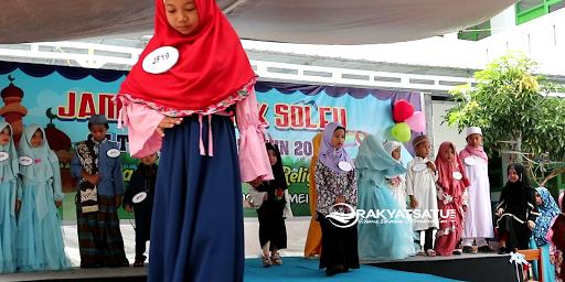 Serunya Lomba Fashion Show Busana Muslim di Jambore Anak Sholeh Tana Toraja