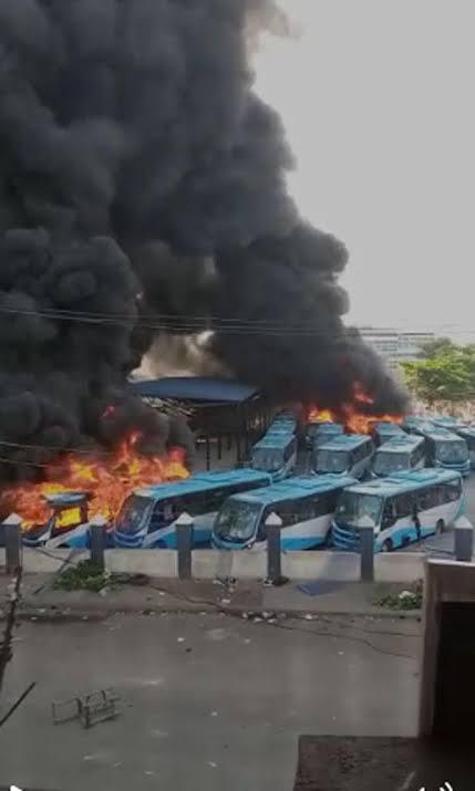 Criminals Set Vehicle On Fire In Enugu