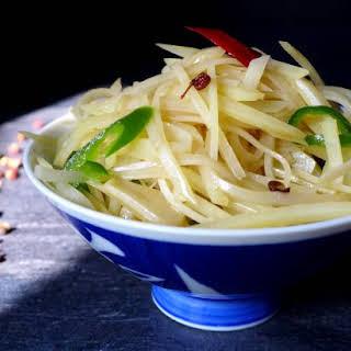 Chinese Potato Stir-fry (酸辣土豆丝).