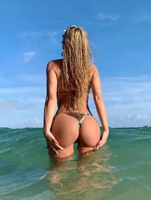 Lívia Andrade posa na cama e clique rende elogios!