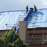 2010.07.30-Wymianan dachu na kościele.JPG