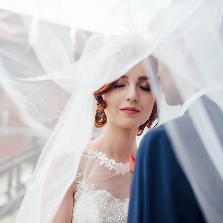 Wedding photographer Dmitro Lisyuk (dimontito). Photo of 22.11.2017