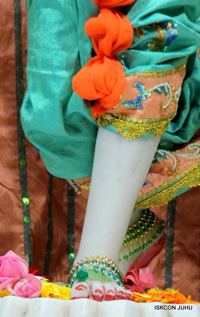 ISKCON Juhu Sringar Deity Darshan on 21st Oct 2016 (48)