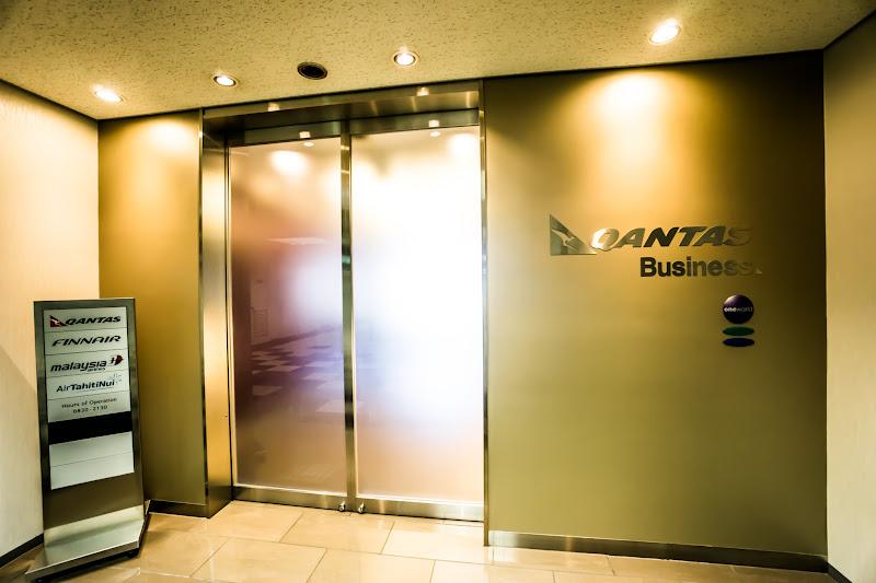 Narita Airport, Qantas Airways lounge 1