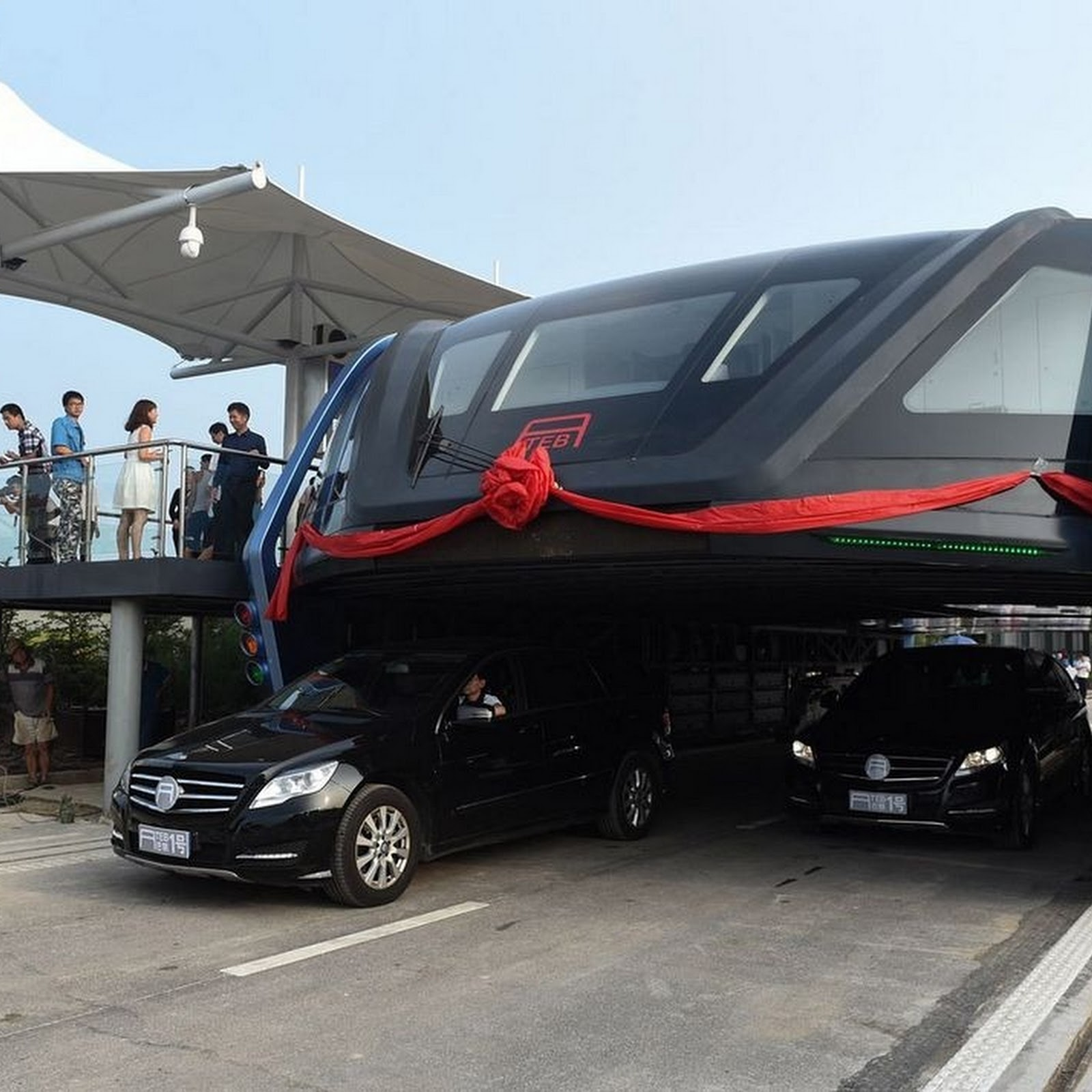 China's 'Transit Elevated Bus' Drives Above Traffic Jams