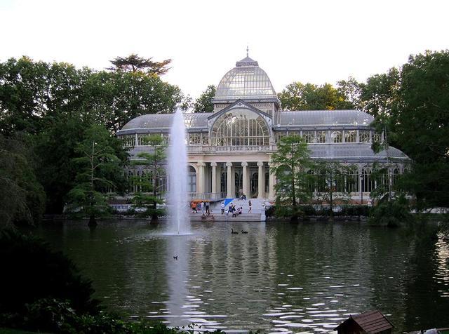 Palacio De Cristal Del Retiro Viendo Madrid