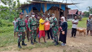 Satgas Raider 300 Bantu Kebutuhan Pokok Warga Terkena Dampak Corona