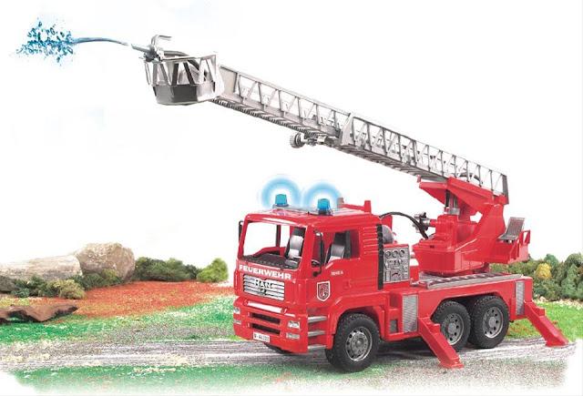 Xe cứu hỏa MAN TGA Fire Engine Bruder 02771 có thể chơi trong nhà hoặc ngoài trời