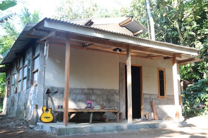 Prihatin, Prajurit Kostrad Bersama Kodim 0714/Salatiga Bantu Wujudkan Mimpi Warga yang Tinggal di Bekas Kandang Sapi