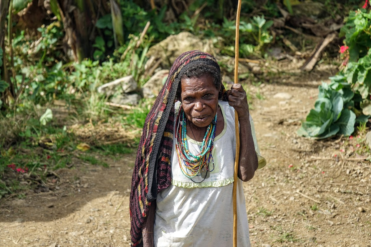 Indonesia. Papua Baliem Valley Trekking. An elder Papua woman in Baligama