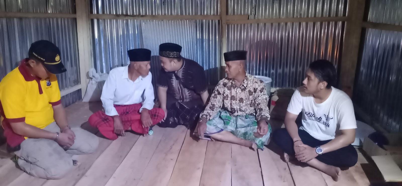 At-Taubah Peduli dan Komunitas Black Path Bedah Rumah Gratis Milik Jamaluddin