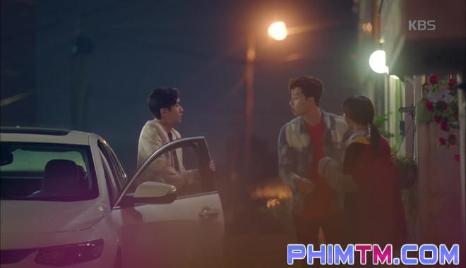 Nổi cơn ghen, Park Seo Joon… áp mặt sát vào Kim Ji Won - Ảnh 1.