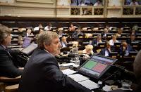 La Cámara de Diputados de la Provincia de Buenos Aires, presidida por Horacio González, convirtió hoy en ley el proyecto por el cual se crean unidades fiscales de investigación y juicio especializadas en violencia en espectáculos deportivos y delitos conexos.