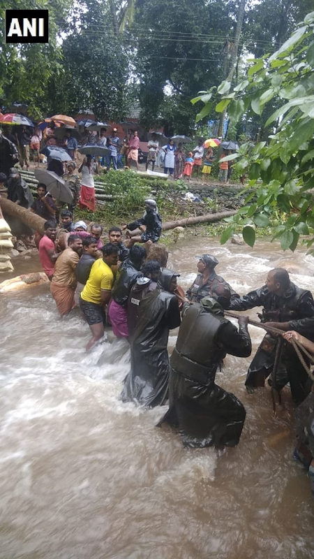 The Indian Army built a 35 feet long bridge and rescued approximately 100 people, including children and senior citizens, from flooding in Malampuzha's Valiyakadu village, 15 August 2018. Photo: ANI