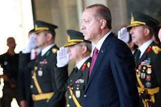 Turquie: le gouvernement renvoie 8.000 membres des forces de l'ordre.