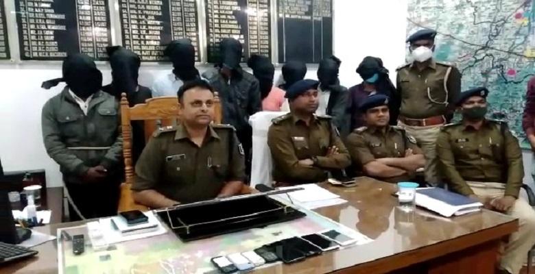 डकैती करने वाले गिरोह के 8 अपराधी चढ़े पुलिस के हत्थे, कई सामान भी बरामद।