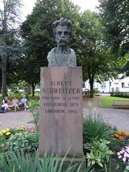 2017.08.23-086 statue d'Albert Schweitzer
