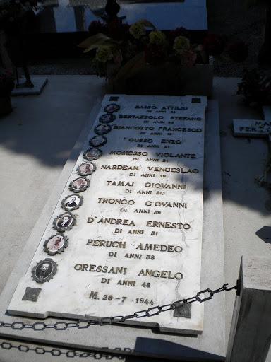 2-Tomba dei Tredici Martiri nel Cimitero di San Donà