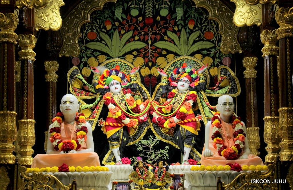 ISKCON Juhu Sringar Deity Darshan on 31st Dec 2016 (39)