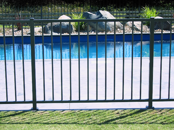 F13 Infinity Pool Fence