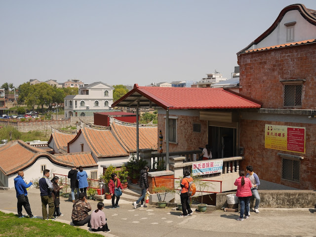 people standing around Yeh's Fermented Eggs (葉氏酒釀蛋) in Kinmen