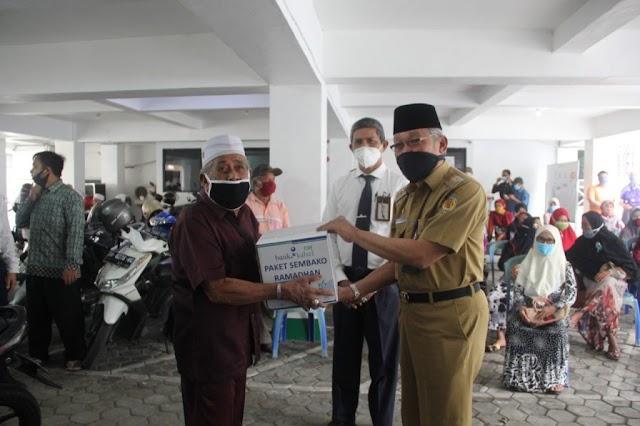 Giliran Pensiunan ASN HST Dapat Paket Sembako Bank Kalsel