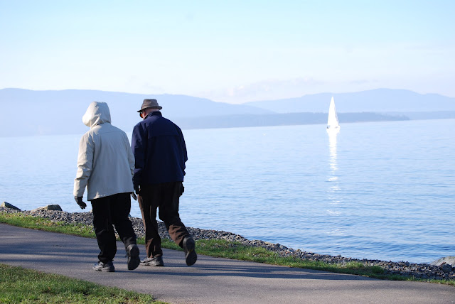 A retired couple strolls along the bay at Boulevard Park / Credit: Bellingham Whatcom County Tourism
