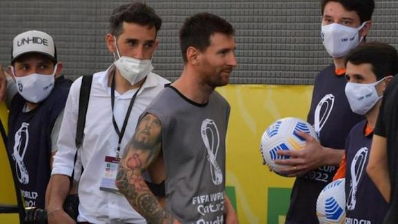 Perlawanan Brazil vs Argentina DiTUNDA Selepas Pegawai Kesihatan Serbu Padang.