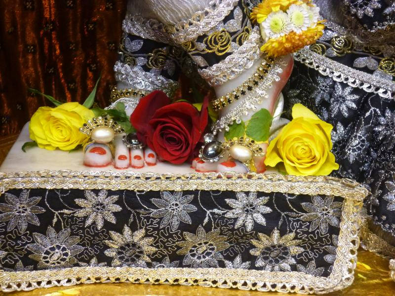 ISKCON Bhaktivedanta Manor Deity Darshan 16 Dec 2015 (9)