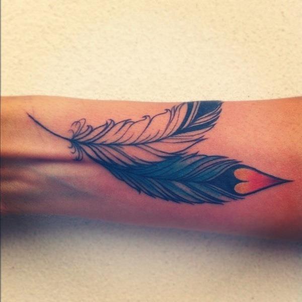2_diferentes_penas_de_tatuagens