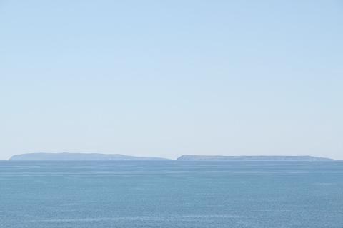 羽幌サンセットビーチ駐車場から 天売島・焼尻島