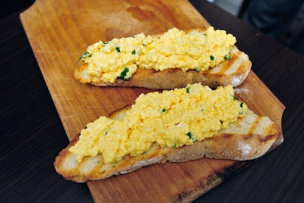 razvan anton omleta paine prajita oua papara mic dejun