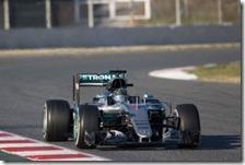 Nico Rosberg con la Mercedes nei test di Barcellona 2016