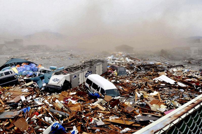 https://lh3.googleusercontent.com/-jhq7vbXDX7U/TXpEbEuskAI/AAAAAAAABhE/rz6Puep-8TM/s1600/japan-tsunami-earthquake-photo-stills-012.jpg