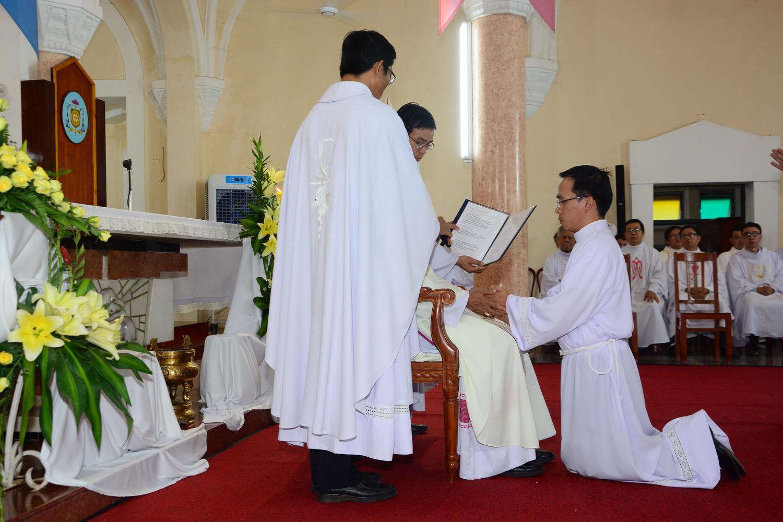 Thánh lễ phong chức Phó tế tại nhà thờ chính tòa Qui Nhơn