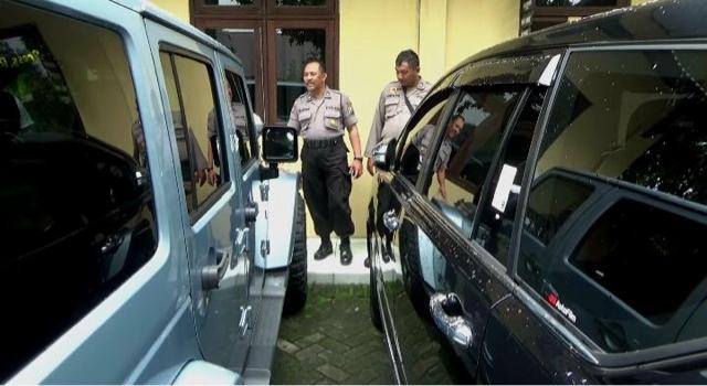 KPK Sita Tiga Mobil Mewah dan Satu Moge