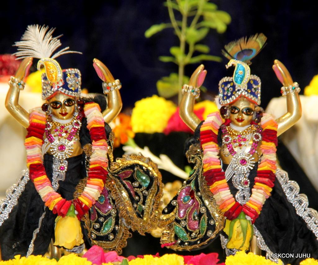 ISKCON Juhu Sringar Deity Darshan on 24th September 2016 (40)